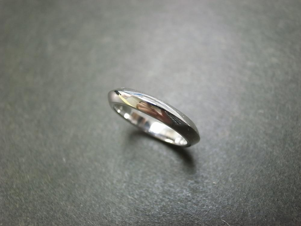 Simple Classic Wedding Ring in 14K White Gold